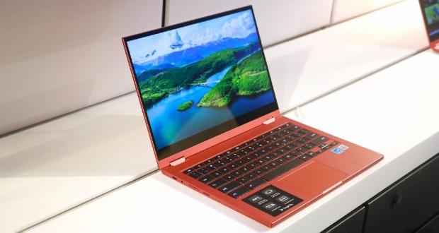 همان طور که می دانید اولین بار ماه پیش اعلام شد که کمپانی کره ای سامسونگ روی دو لپ تاپ گلکسی بوک پرو جدید کار می کند. طبق گزارشات وب سایت GSMArena ، گلکسی بوک پرو ۳۶۰ و گلکسی بوک پرو با سیستم عامل ویندوز روانه ی بازار می شوند و از پردازنده Core i5 و Core i7 استفاده خواهند کرد. همچنین گفته شده است کاربران می توانند این دو لپ تاپ را در اندازه ۱۳٫۳ و ۱۵٫۶ اینچ خریداری کنند. گلکسی بوک پرو ۳۶۰ و گلکسی بوک پرو صفحه نمایش OLED دارند و از S Pen پشتیبانی می کنند. هنوز درباره تاریخ عرضه و قیمت این محصولات اطلاعات منتشر نشده است سامسونگ در حال ساخت دو مدل لپتاپ است که اعضای جدید خانواده گلکسی بوک پرو خواهند بود. براساس اطلاعات منتشرشده، این دو لپتاپ سامسونگ، گلکسی بوک پرو و گلکسی بوک پرو ۳۶۰ نام دارند. در این گزارش گفته شده است که گلکسی بوک پرو از وای-فای و شبکه LTE پشتیبانی میکند و گلکسی بوک پرو ۳۶۰ از 5 G پشتیبانی خواهد کرد. همچنین گفته شده است کاربران میتوانند این دو لپتاپ را در اندازه ۱۳٫۳ و ۱۵٫۶ اینچ خریداری کنند. گلکسی بوک پرو ۳۶۰ و گلکسی بوک پرو صفحهنمایش OLED دارند و از S Pen پشتیبانی میکنند.