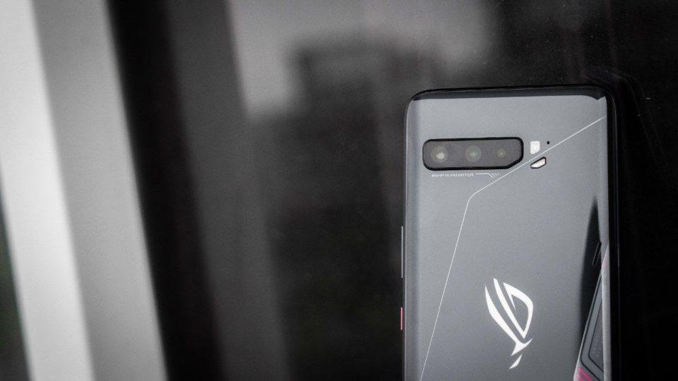 گوشی گیمینگ ایسوس راگ فون ۴ احتمالا با شارژر ۶۵ واتی راهی بازار میشود